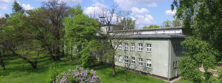 Zdjęcie budynku wydziału od strony południowej.